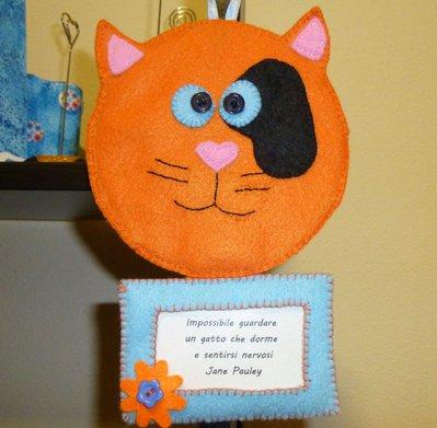 Portafoto o decorazione in pannolenci a forma di gatto