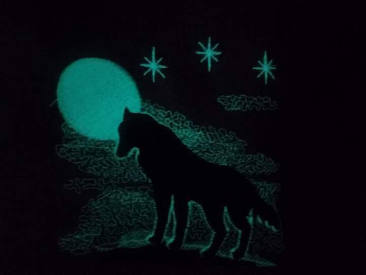 Cuscino arredo lupo fluoresce