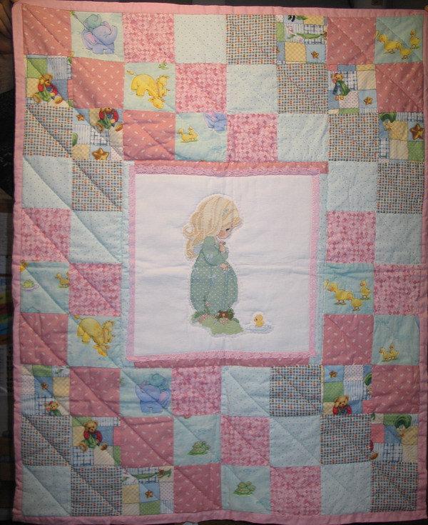 Trapuntina primaverile da lettino con ricamo a punto croce e patchwork