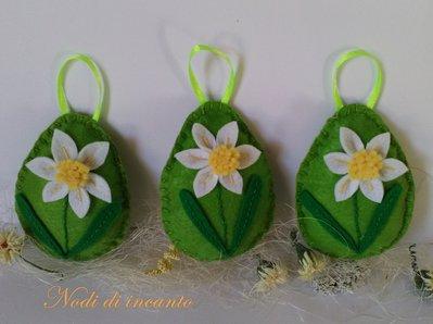 Tre  Uova di Pasqua in feltro decorazione