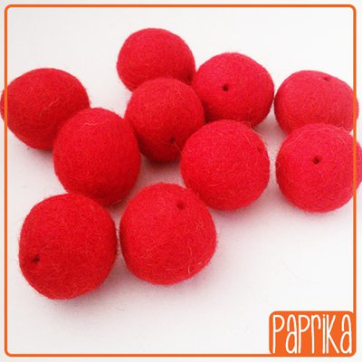 10 Perline in feltro rossa 20mm