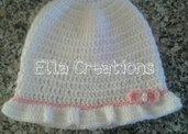 Cappellino bianco con fiocchetto rosa
