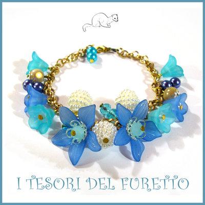 """Bracciale """" primavera azzurro e oro """" fiori lucite charm farfalla idea regalo estate"""