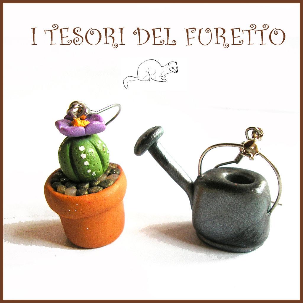 """Orecchini primavera Pollice verde """" Vaso cactus tondo fiore viola  e annaffiatoio """" serie: Piante Grasse Kawaii idea regalo giardinaggio piantina clip fiori"""