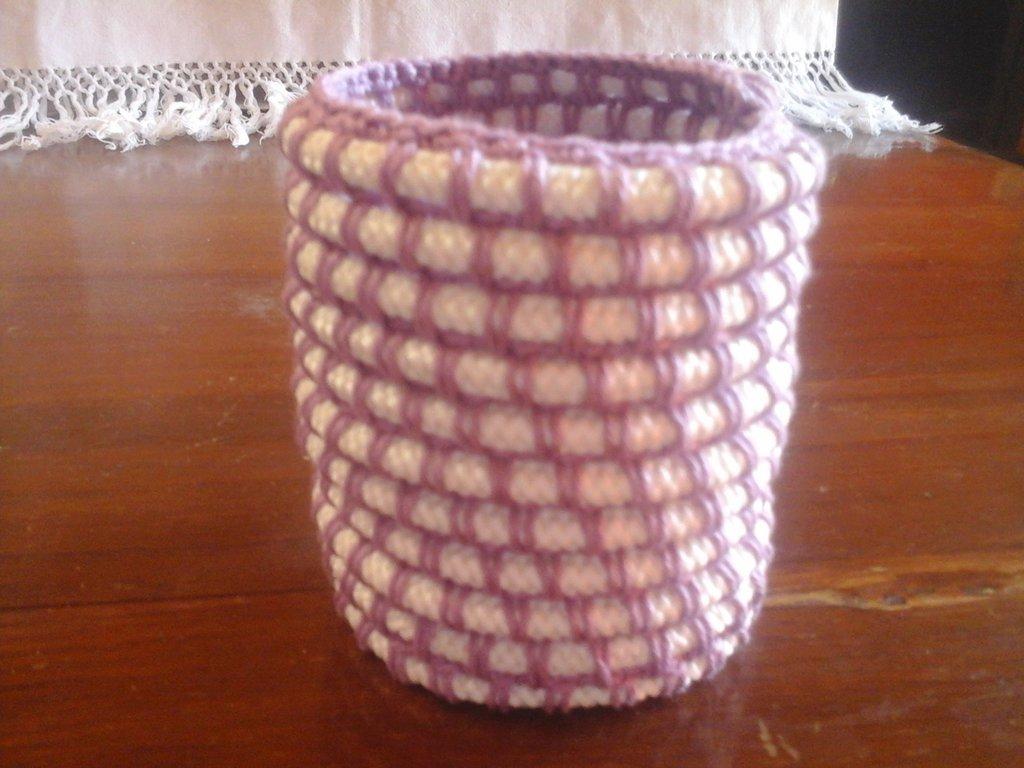 Cestino portapenne tondo in corda e filato di cotone