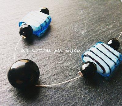 Collana/Collarino  con bottone vintage nero e perle di vetro