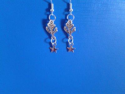 Orecchini di metallo con foglia e stellina pendente Creazione Originale