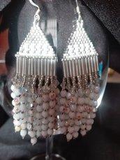 Orecchino pendente  colori bianco e argento