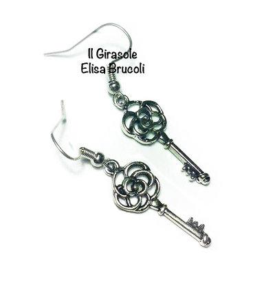 Orecchini chiave con rosa in argento tibetano pendenti