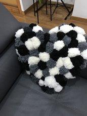 Cuscino pon pon handmade