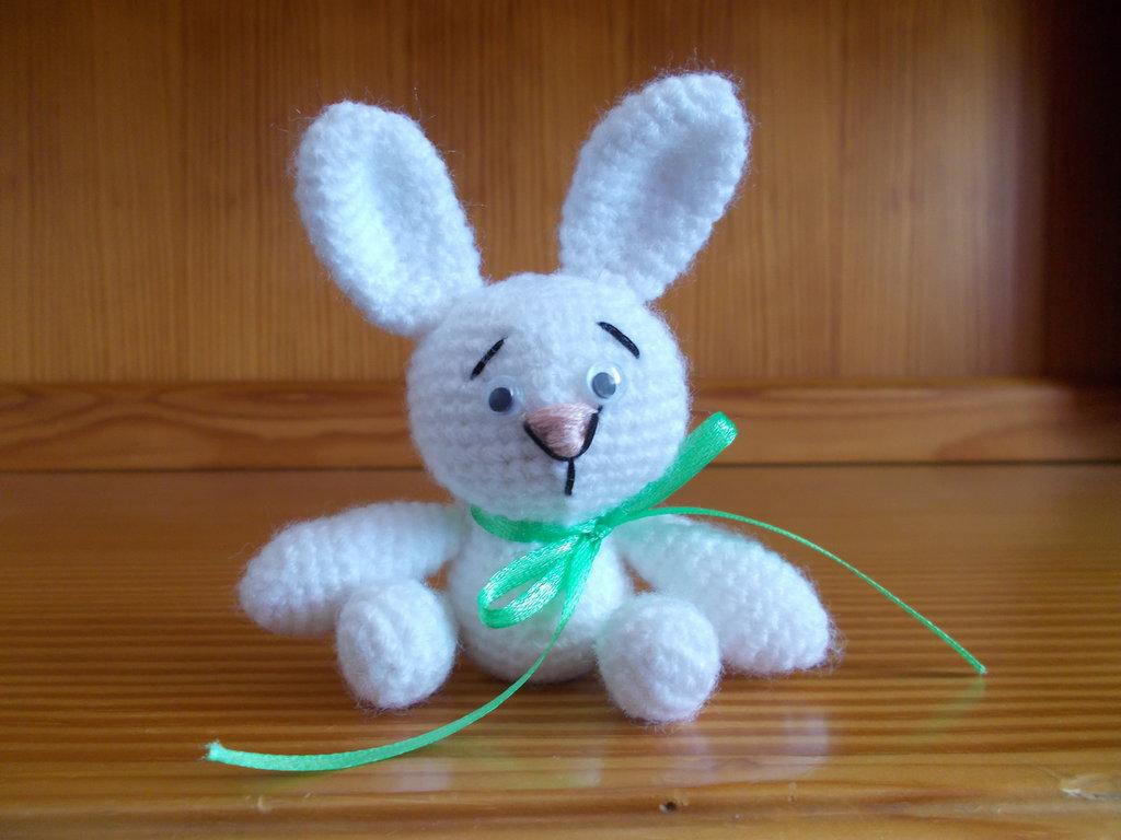 Bomboniera coniglietto bianco amigurumi.