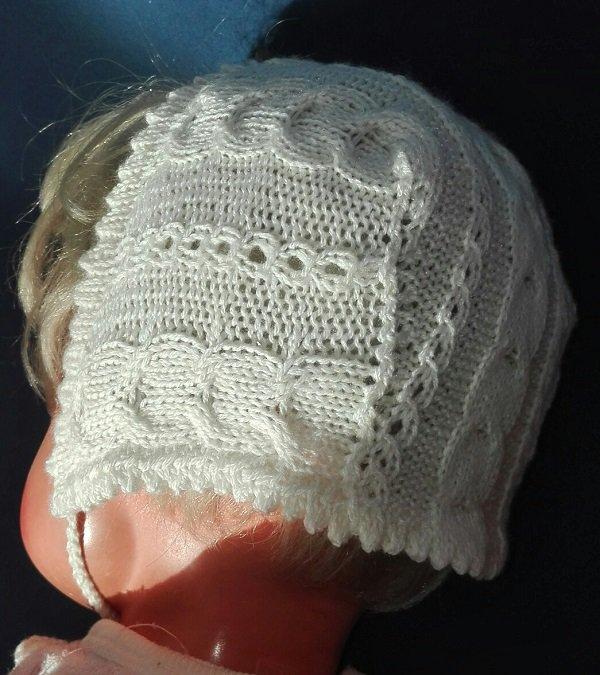 cuffietta da neonato in lana/seta bianca con trecce e trafori