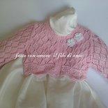Maglia / coprispalle / giacchino  in cotone rosa con fiori bianchi