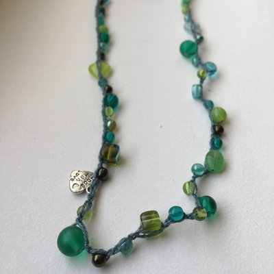 Collana/bracciale verde all'uncinetto con perline - s003
