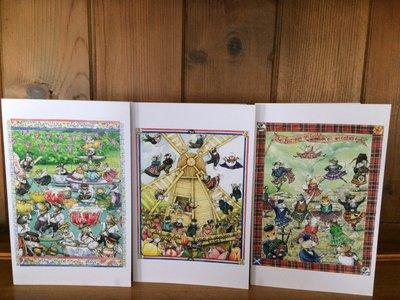 Esempi di biglietti in cartoncino con illustrazione di topi che ballano mentre il gatto se ne va, in lingue inglese, gallico scozzese e olandese