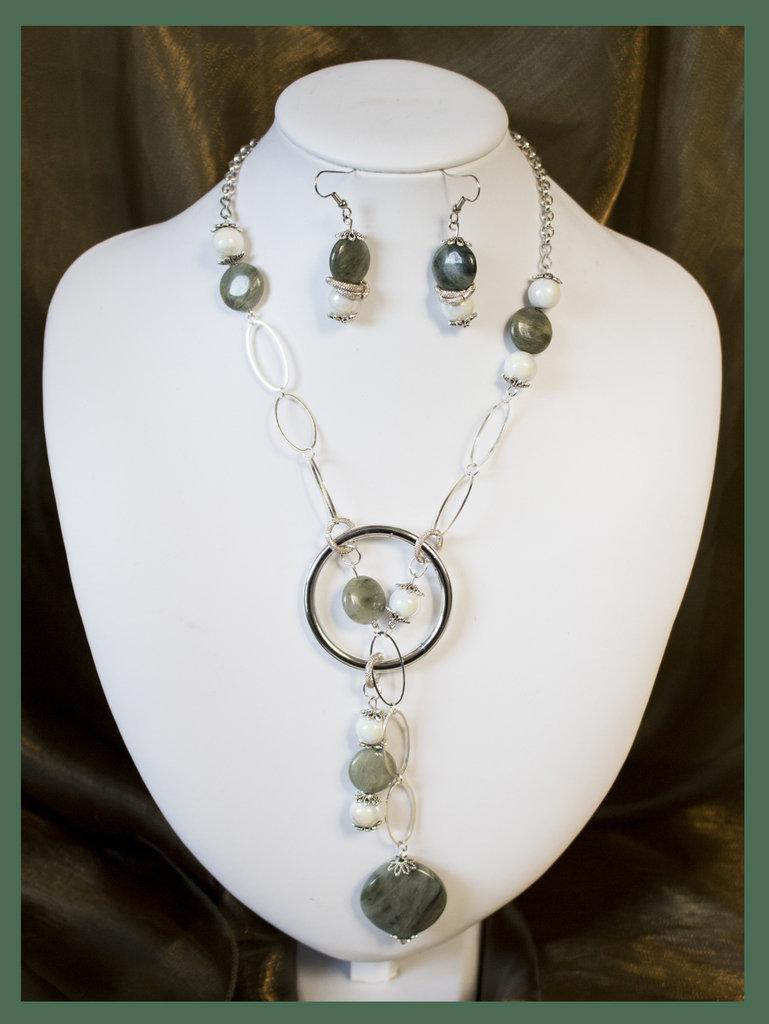 Collana con avventurine e perle