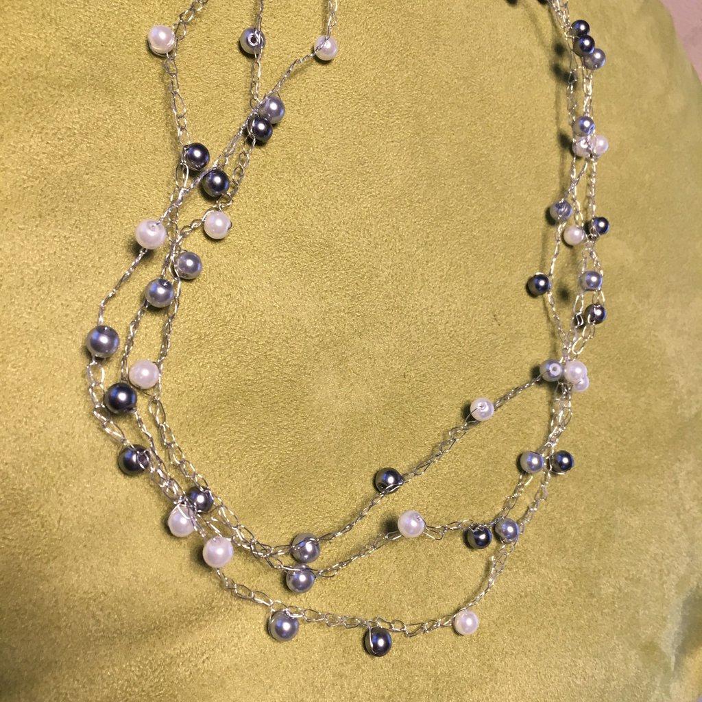 Collana all'uncinetto in filo metallico col. argento e perle smaltate - s006