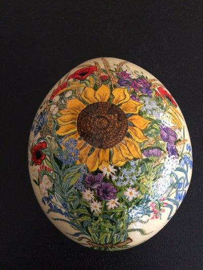 Uovo di struzzo vero dipinto a mano in olio di fiori