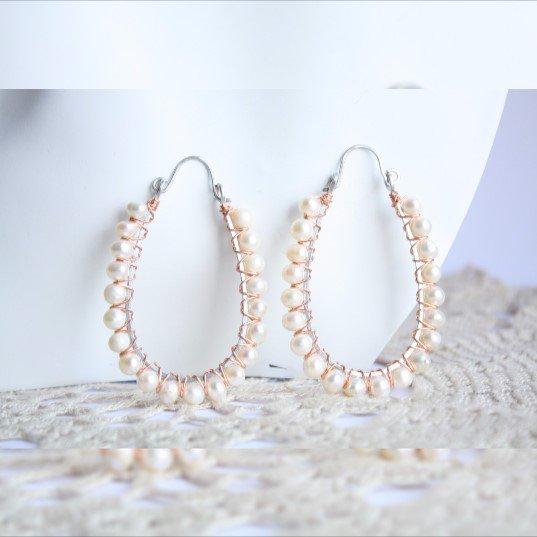 Perle nuziali gli orecchini dei cerchi, cerchi bianchi