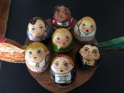uova di gallina dipinte a mano in acrilico, di persone comuni