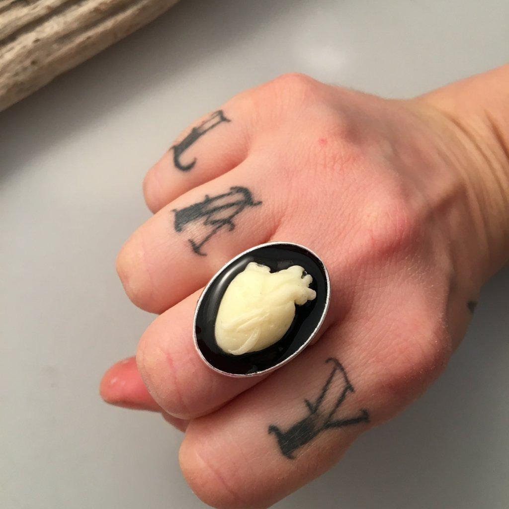 Anello - CUORE ANATOMICO  - in resina