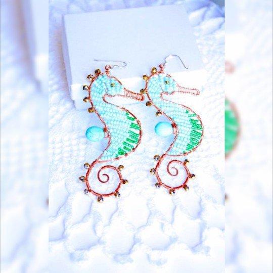 Cavallucci marini Blu Verde orecchini fatti a mano Lavoro Wire