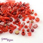 Lotto 50 grammi perle acrilico mix di forme, rosso
