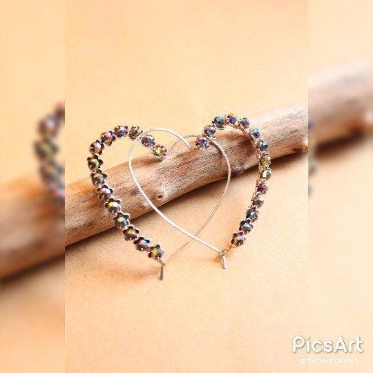 In rilievo cuore viola orecchini del cerchio, viola cerchi