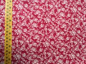 TESSUTI AMERICANI PER REALIZZAZIONI PATCHWORK - rose bianche su fondo rosso (4)