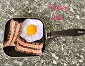 uova al tegamino e bacon, gioco di feltro