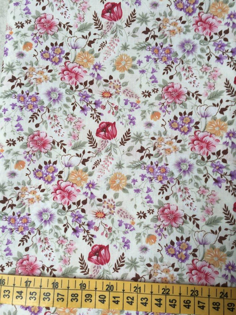 TESSUTI AMERICANI PER REALIZZAZIONI PATCHWORK - fiorellini rossi, gialli, viola e lilla  (7)