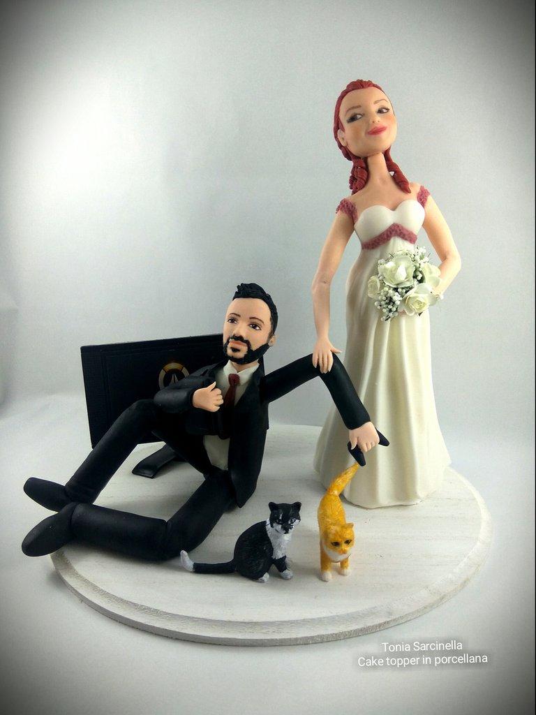 Sposi con Play Station e due gatti