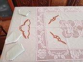 Tovaglia e set di 6 tovaglioli ricamati a mano realizzati in lino verdino con tecnica uncinetto e intaglio