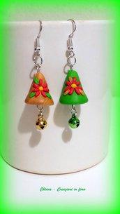 Orecchini in fimo handmade Campanelle pasquali con fiorellini in rilievo colorate idee regalo amica