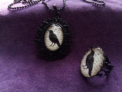 *Cabochon di corvo con catena + anello*