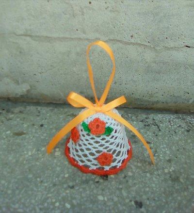 Campana Pasqua all'uncinetto inamidato.