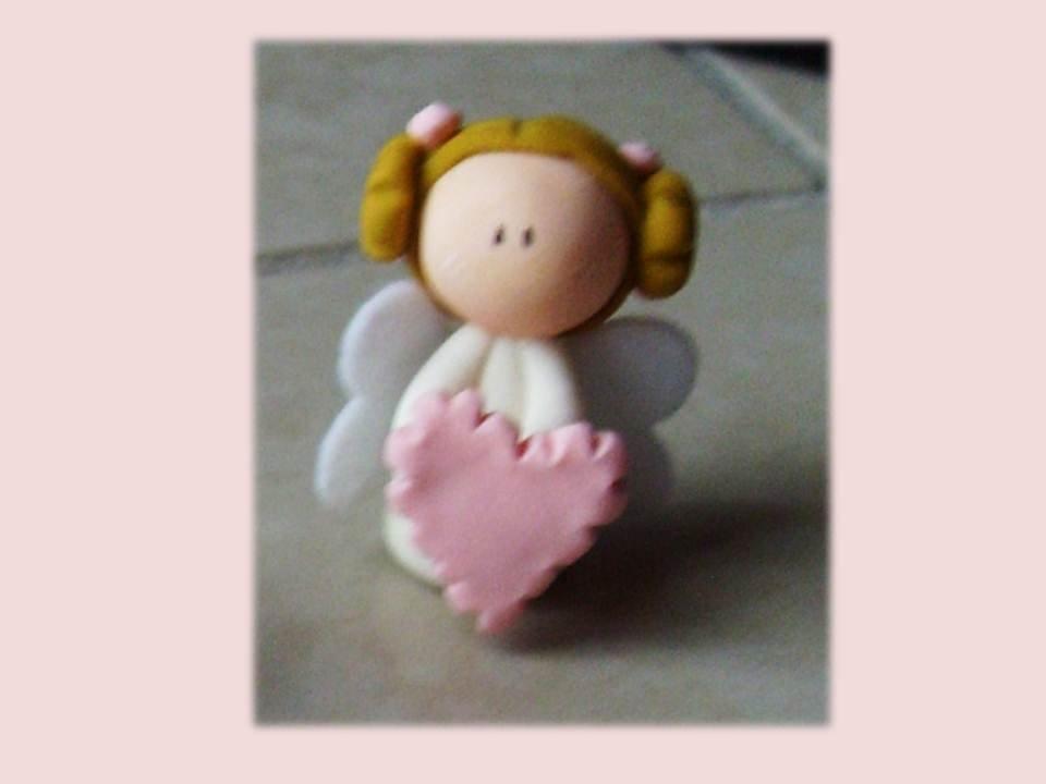 Angelo con cuore rosa