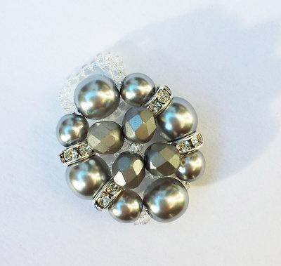 Anello con perle grigie e strass argento