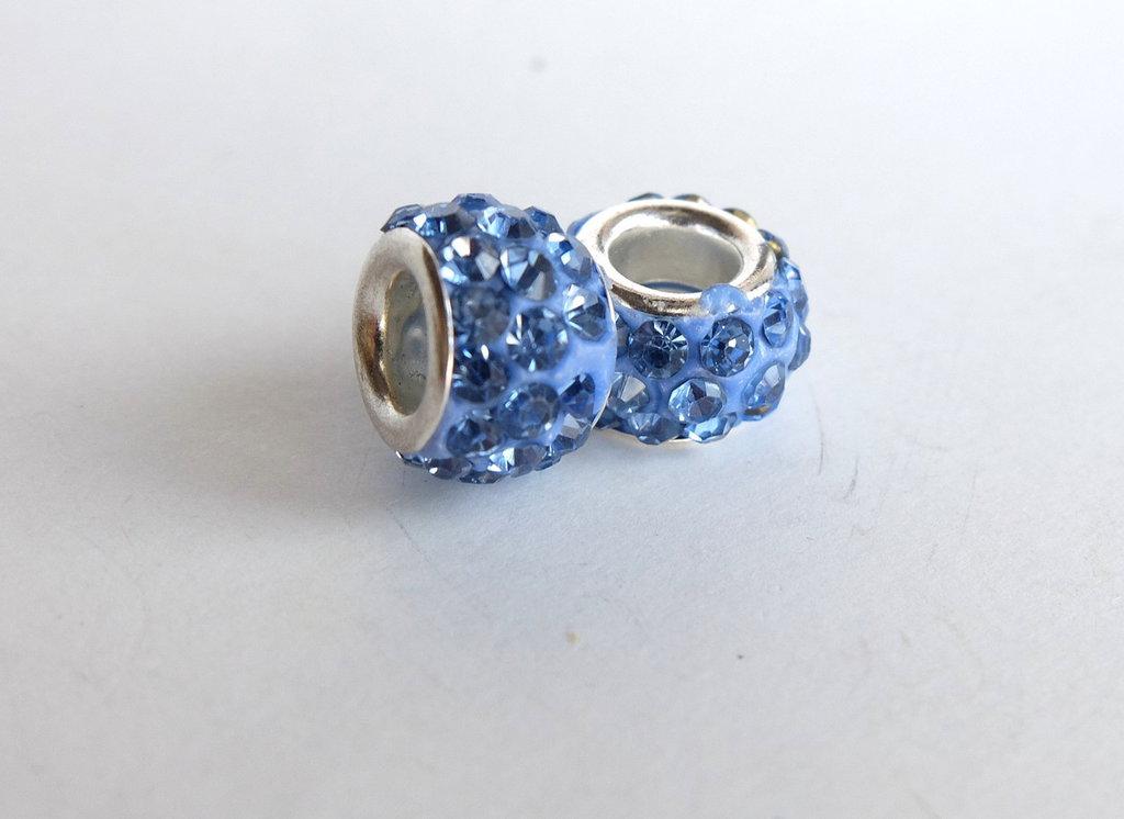 3 Perle a foro largo con strass azzurro PFL250