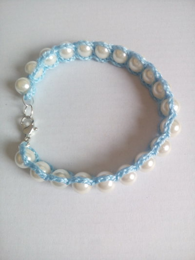 bracciale fatto all'uncinetto con perline