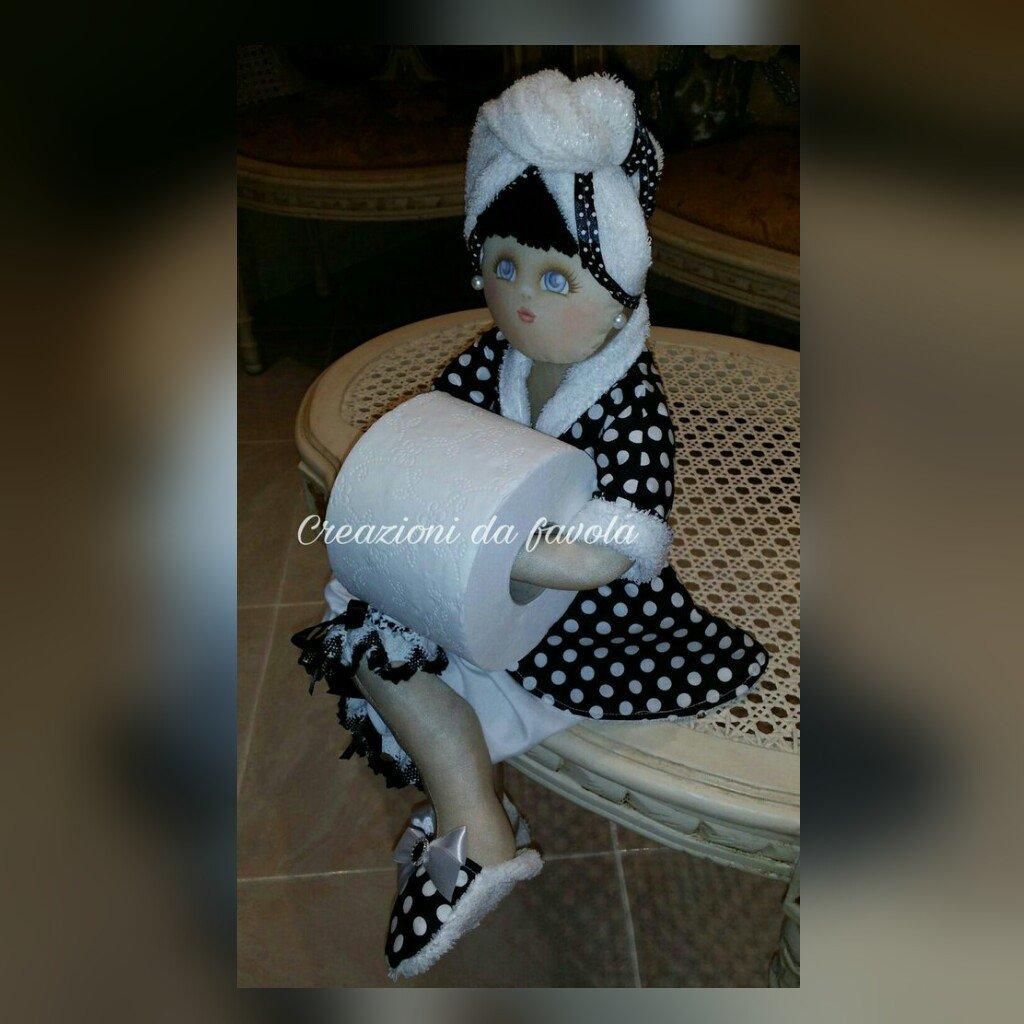 Bambola portarotolo nera e bianca a pois Alisa