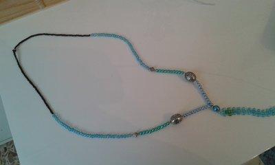 Collana lunga con perline e conterie