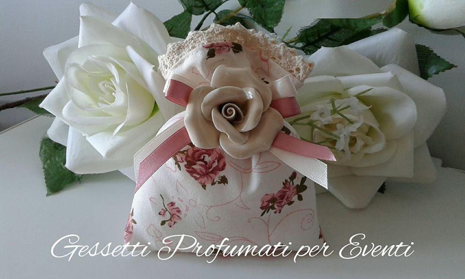Sacchetto con fiore in porcellana