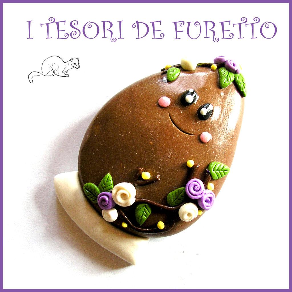 """Spilla Pasqua """" Uovo  cioccolato al latte """" primavera con uovo Fimo cernit segnaposto personalizzabile con nome idea regalo Kawaii"""