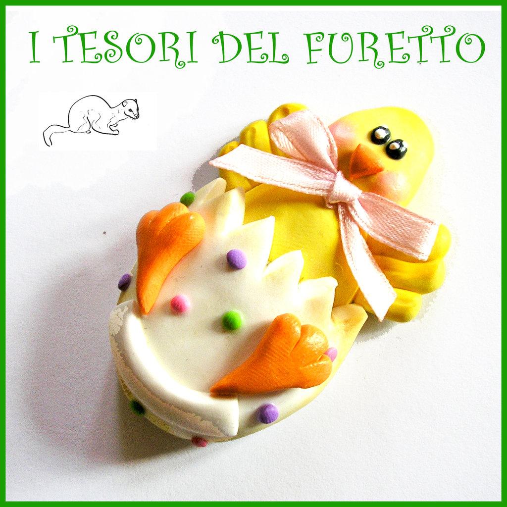 """Spilla Pasqua """" pulcino che esce da uovo """" primavera con uovo Fimo cernit segnaposto personalizzabile con nome idea regalo Kawaii"""