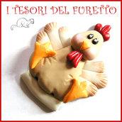 """Spilla Pasqua """" Gallina  """" primavera con uovo Fimo cernit segnaposto personalizzabile con nome idea regalo Kawaii"""