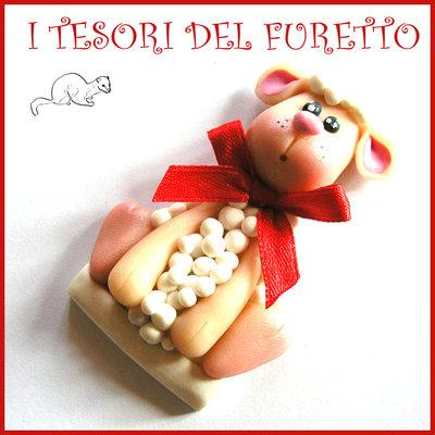 """Spilla Pasqua """" Agnellino """" pecora primavera con fiocco Fimo cernit segnaposto personalizzabile con nome idea regalo Kawaii"""