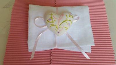 Bomboniera bustina in lino con cuore decorato e cifrato