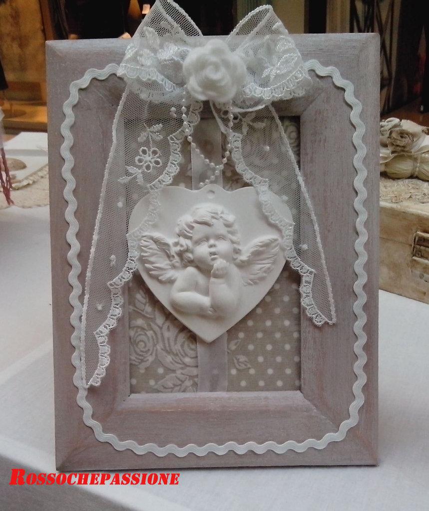 Cornice decorativa con angelo in gesso