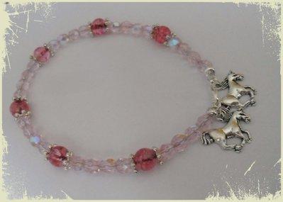Cavigliera di perline rosa con ciondoli